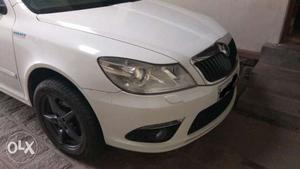 Showroom condition doctor owned white skoda laura with 3
