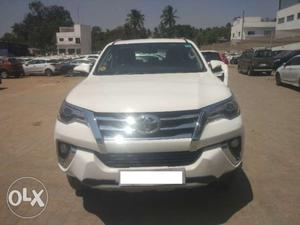 Toyota Fortuner 2.8 4x4 MT no accident  model
