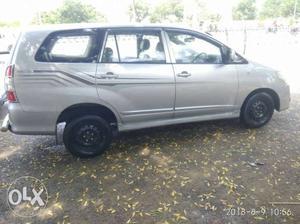 l Toyota Innova g4 diesel  Kms singal