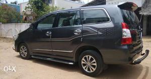 Toyota Innova 2.5 V, 8 STR, Single Owner, KM-,