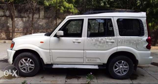 For Sale: Scorpio HAWK 2WD VLX (White)